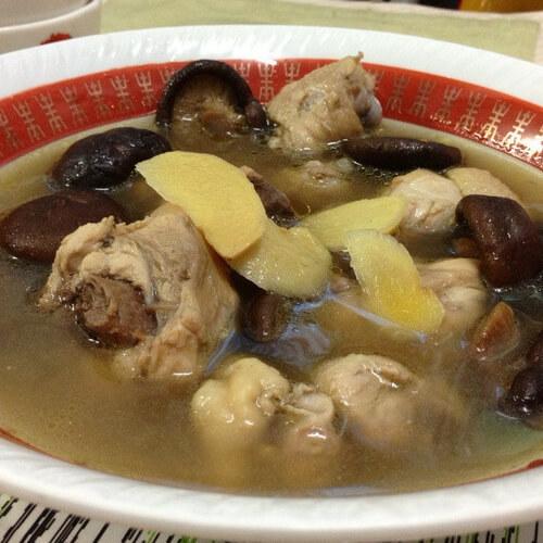 美味营养的香菇鸡汤