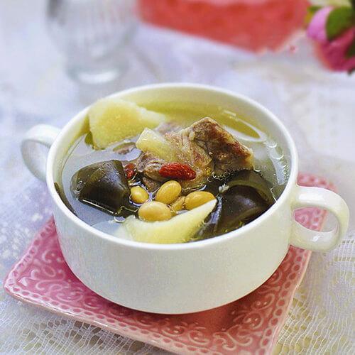 美味的海带豆腐排骨汤