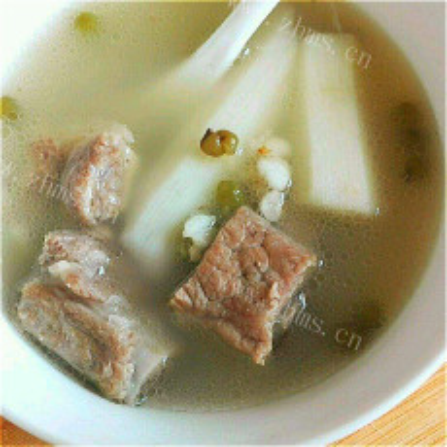 美味的山药薏米排骨汤