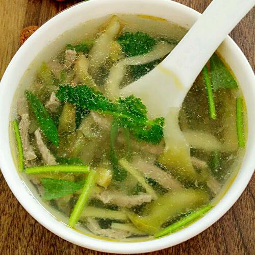 十分诱人的榨菜肉丝汤