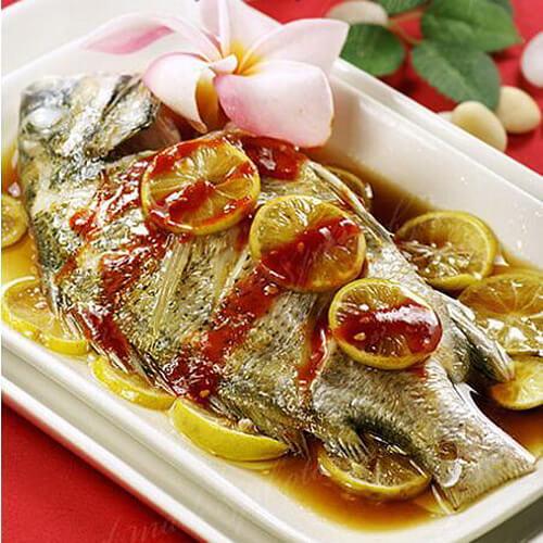 美味的泰式柠檬烤黄鱼