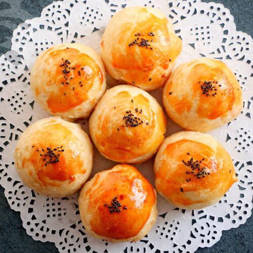豆沙蛋黄酥月饼