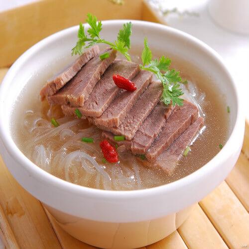 美味的牛肉粉丝汤