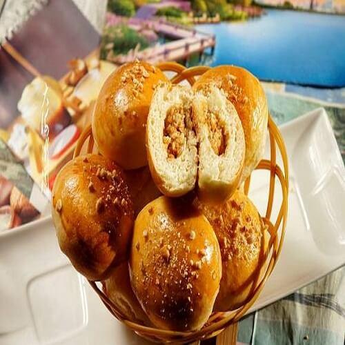 营养丰富的花生椰蓉馅早餐包