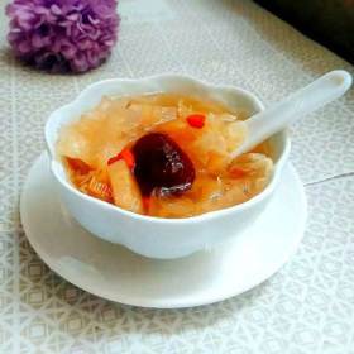 红枣枸杞雪梨银耳汤