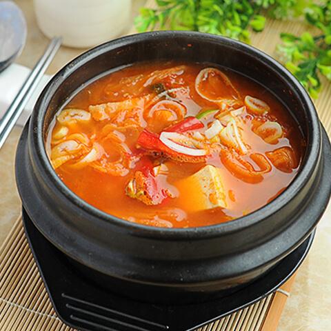 可口的韩国泡菜汤