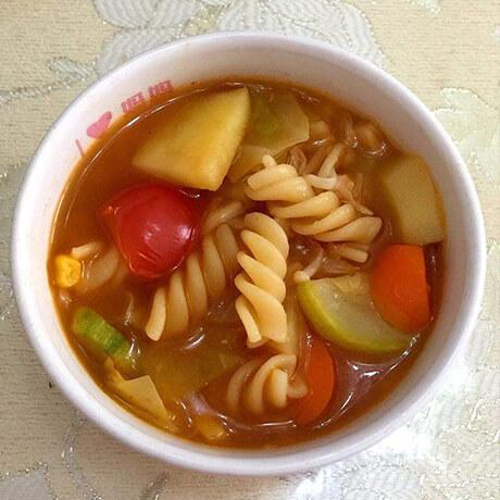 意大利面番茄蔬菜汤