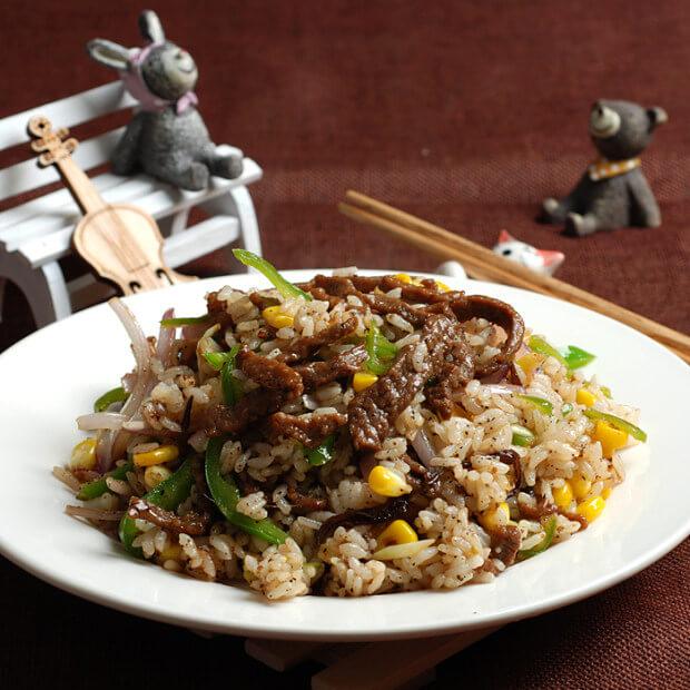 青椒洋葱肉丝炒饭
