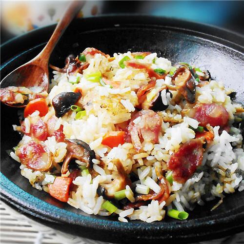 腊肠包菜焖饭