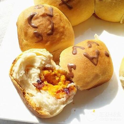 软而酥的红薯挤挤面包