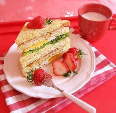果蔬三明治早餐