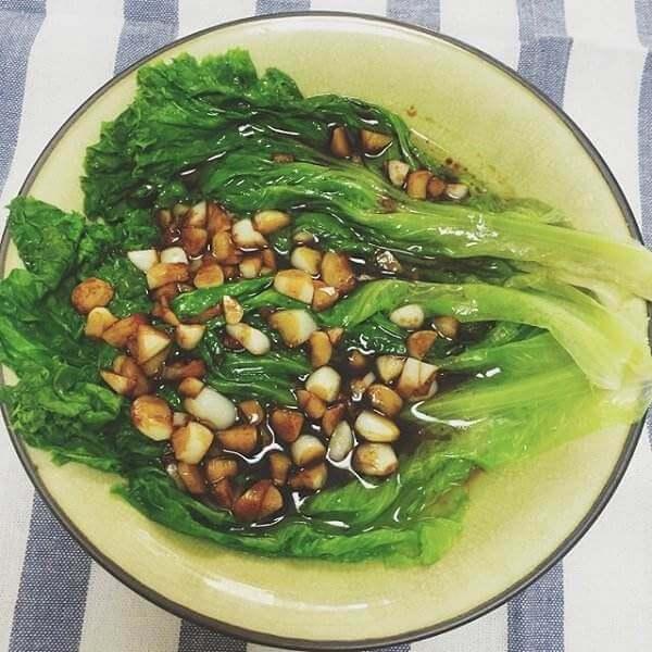 美味蒜沫蚝油生菜