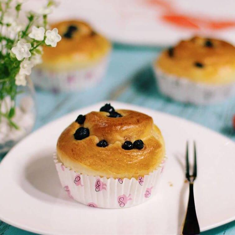 蓝莓炼乳面包卷