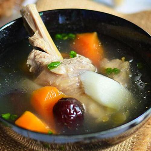 营养的萝卜山药炖鸡汤