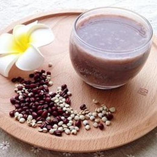 香甜的花生黄豆薏仁豆浆