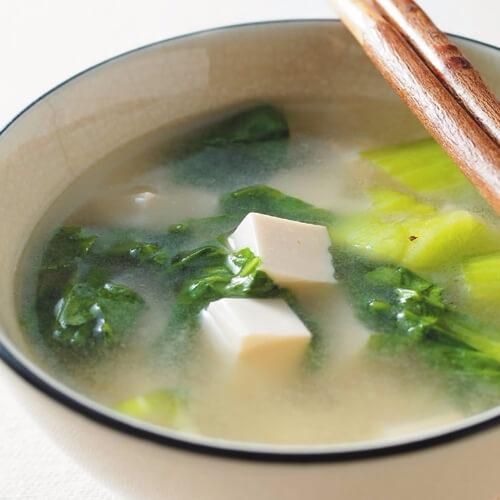 美味的青菜豆腐汤