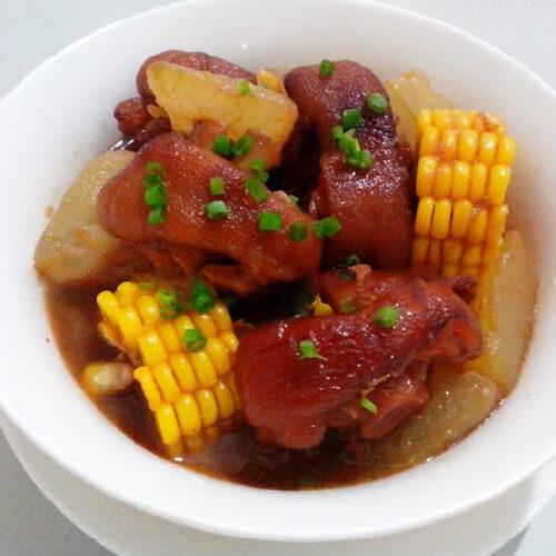 荤菜猪蹄红烧玉米