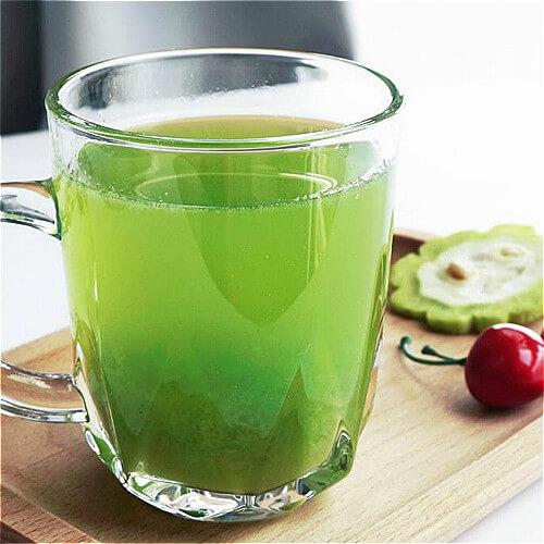 鲜榨柠檬苦瓜芹菜汁