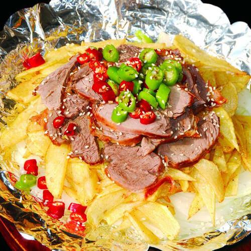美味的铁板牛肉土豆片