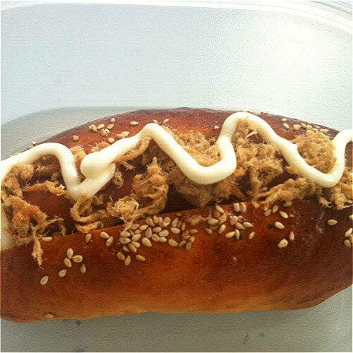 热狗肉松沙拉包