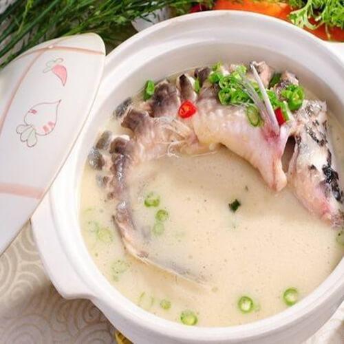 新鲜美味的乌鱼排骨汤
