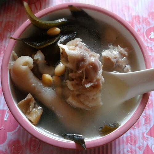 温补的黄豆猪蹄汤