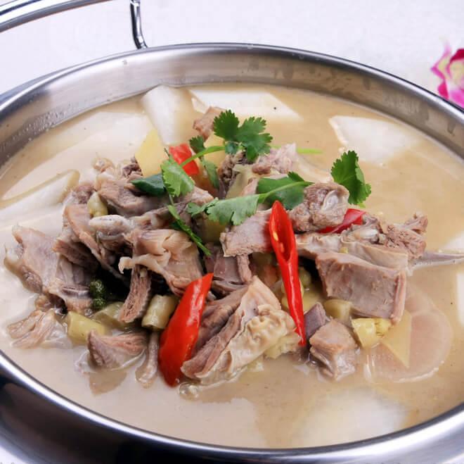 鲜嫩羊肉汤锅