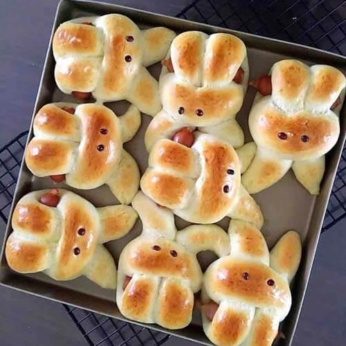 香浓的吃手的萌兔子面包