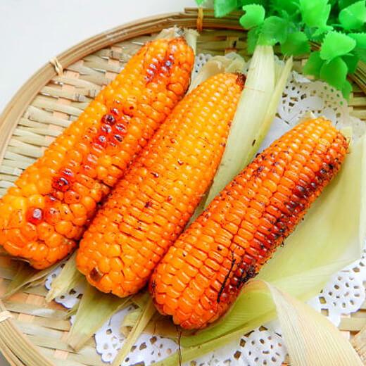 金黄的椒盐烤玉米