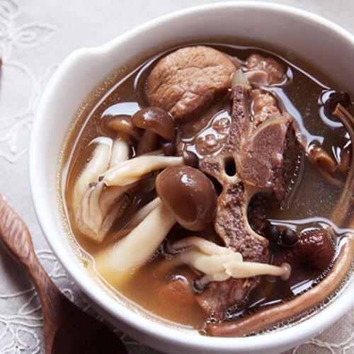 家常茶树菇排骨汤