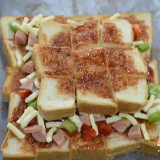 创新金字塔吐司披萨