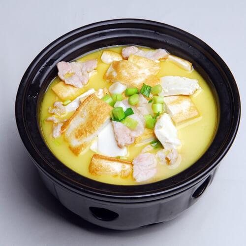 金针菇海鲜炖豆腐