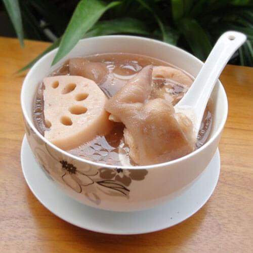 花生莲藕炖猪骨汤