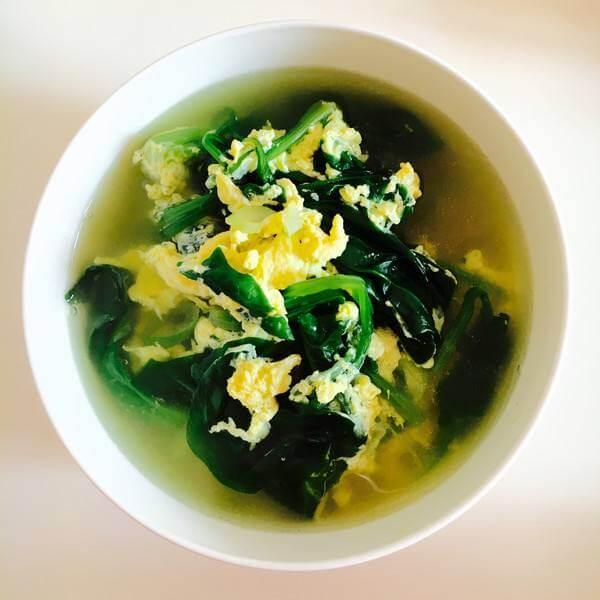 菠菜鸭蛋年糕汤