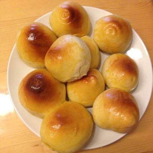 美味的蘑菇馅蘑菇小面包