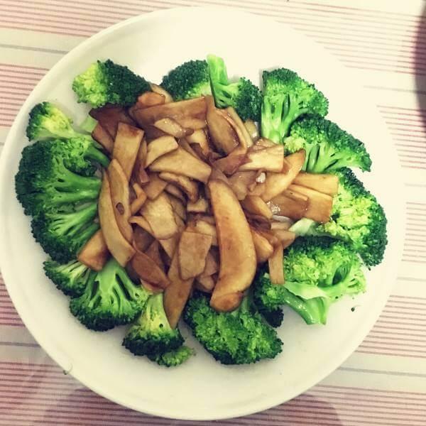西兰花炒白菜片