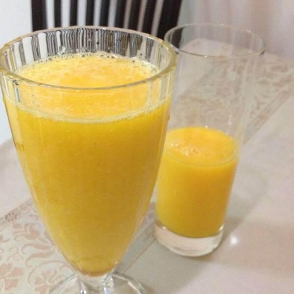 鲜榨鳄梨芒果汁