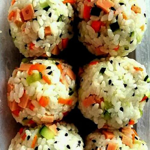 芝麻肉松饭团
