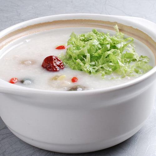 营养美味的鸡毛菜牛肉粥