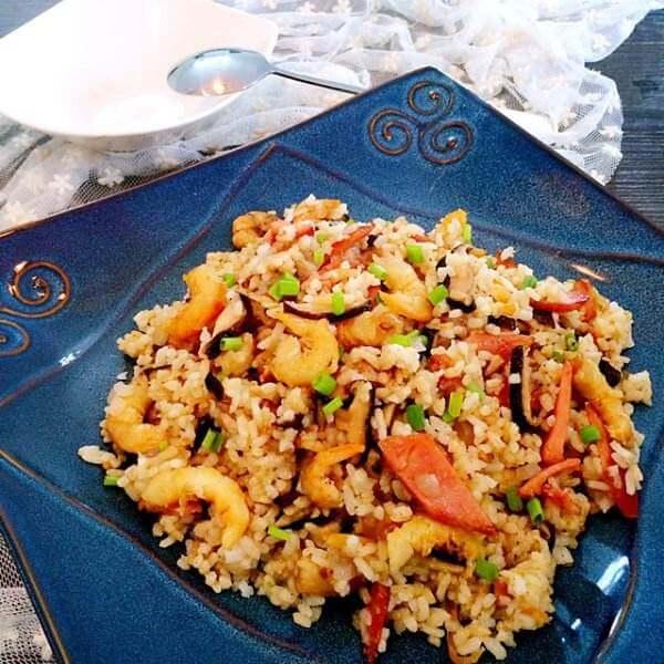 美味的杂果虾仁炒饭