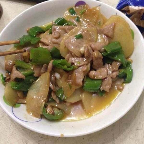 土豆酸菜炒猪肉
