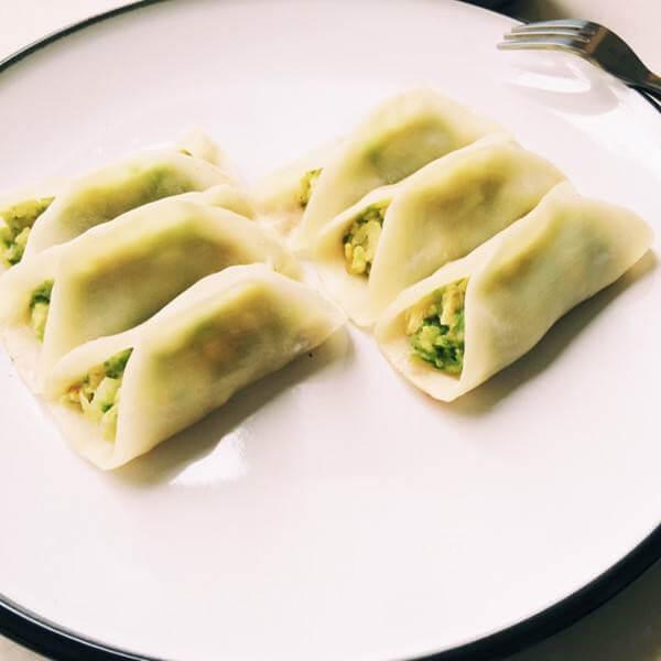 香喷喷的西胡芦鸡蛋虾皮水饺