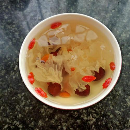 银耳红枣枸杞花生汤