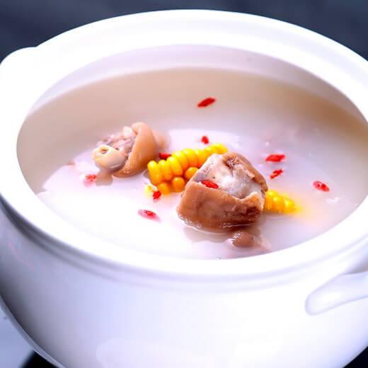 山药玉米猪蹄汤