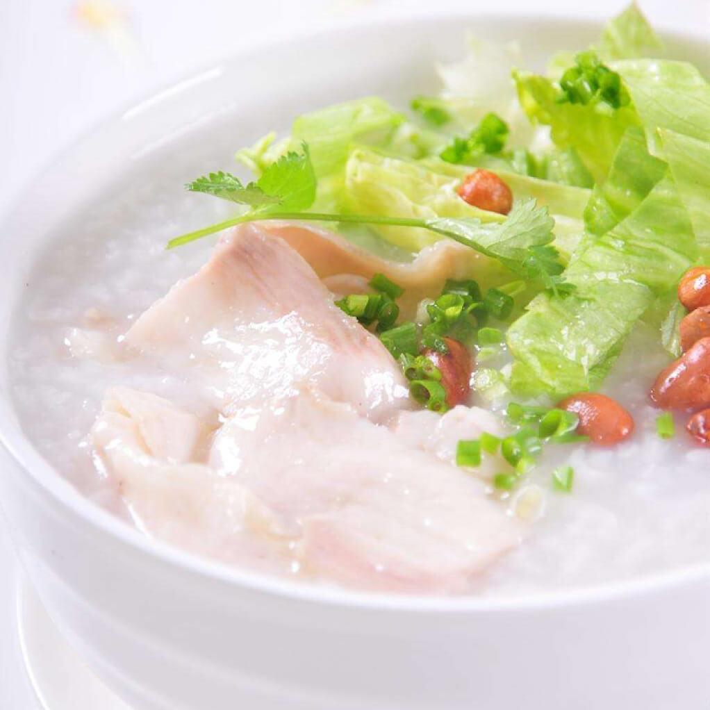 美味的豆腐白菜瘦肉粥