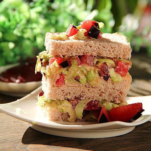 布朗沙拉三明治