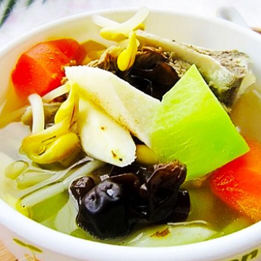 骨头汤炖黄豆芽