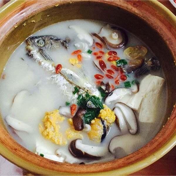 鲫鱼豆腐香菇汤