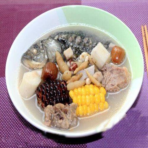 荷兰豆玉米鲫鱼汤
