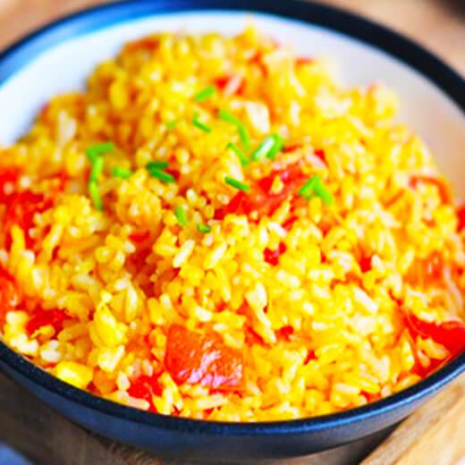 可口的番茄虾仁炒饭